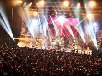 EX THEATER ROPPONGIで暴れ祭りをぶち噛ましたコドモドラゴン!!!!。次は、最新シングル『想葬』を手に、久しぶりにマイナビBLITZ赤坂で騒ごうぜ!!